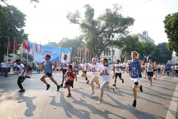 gan 1500 vdv tham du giai chay bao hanoimoi mo rong lan thu 46