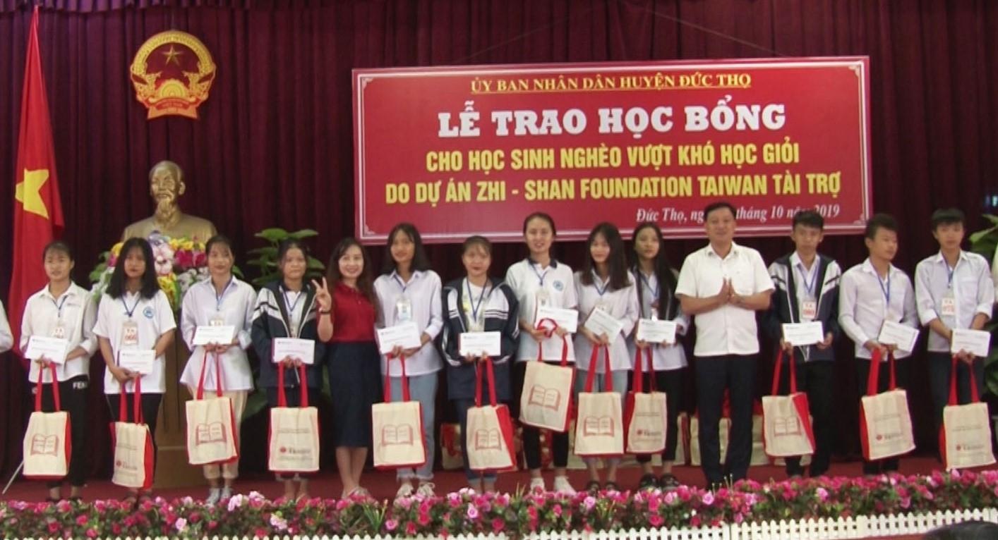 zhishan mo duong cho sach va tri thuc den voi 4000 hoc sinh ngheo mien trung