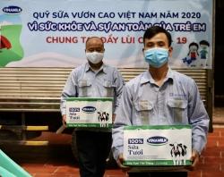 Vinamilk & Qũy sữa vươn cao Việt Nam dành 12,5 tỷ đồng tặng 1,7 triệu ly sữa cho trẻ em khó khăn trên cả nước trong đại dịch COVID-19