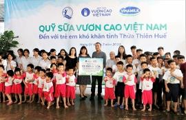 Trẻ em tỉnh Thừa Thiên Huế đón niềm vui uống sữa từ Vinamilk & Quỹ sữa Vươn cao Việt Nam