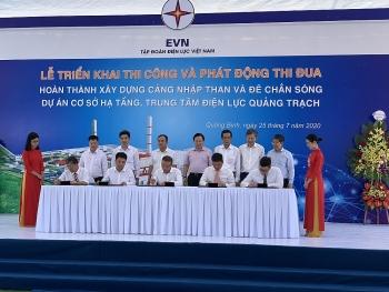 Thi công cảng nhập than và đê chắn sóng trung tâm điện lực Quảng Trạch