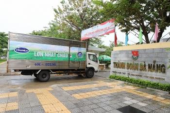 """Hàng trăm ngàn sản phẩm dinh dưỡng được Vinamilk trao tặng 3 địa phương đang """"Căng mình"""" chống dịch của miền trung"""