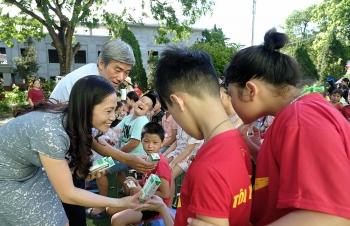 """""""Để mọi trẻ em được uống sữa mỗi ngày"""" và hành trình xuyên mùa dịch của quỹ sữa vươn cao Việt Nam năm thứ 13"""