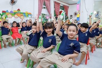 TP. Đà Nẵng tổ chức cho học sinh uống sữa học đường ngay ngày đầu tựa trường