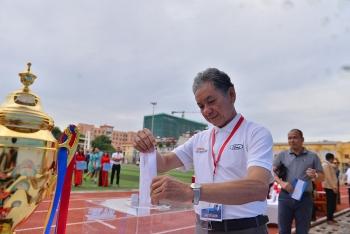 Bán đấu giá trái bóng có chữ ký HLV Park Hang-seo ủng hộ đồng bào lũ lụt