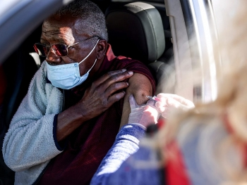 Biến chủng COVID-19 ở Nam Phi có dấu hiệu kháng nhiều loại vaccine