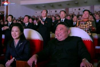 Phu nhân ông Kim Jong-un lần đầu tái xuất sau hơn 1 năm