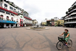 Hà Nội yêu cầu người dân ở nhà, đóng tất cả dịch vụ không thiết yếu