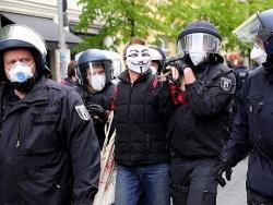 Đức: Hàng nghìn người biểu tình phản đối cách ly xã hội