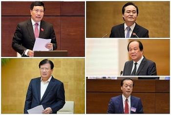 Quốc hội nhất trí miễn nhiệm 13 thành viên Chính phủ
