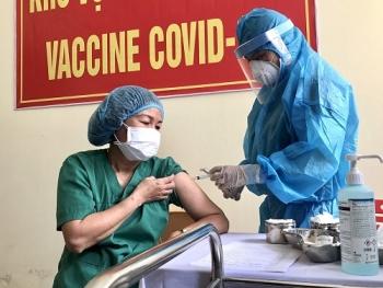Khẩn trương hoàn thiện kế hoạch tiêm chủng vaccine phòng COVID-19 năm 2021