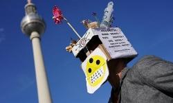Hàng nghìn người biểu tình phản đối lệnh phong toả ở Đức, Tây Ban Nha