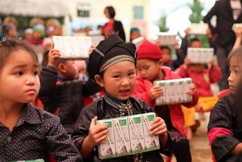 Vinamilk gửi đến trẻ em khó khăn 1,7 triệu ly sữa thông qua Quỹ sữa Vươn cao Việt Nam