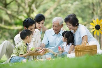 Xây dựng gia đình hạnh phúc, tạo nền tảng để xây dựng xã hội hạnh phúc là vấn đề hết sức hệ trọng