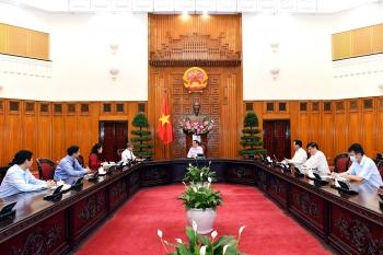 Thủ tướng đề nghị Astra Zeneca chuyển cho Việt Nam 10 triệu liều vaccine