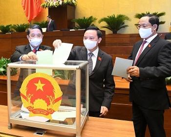 Quốc hội phê chuẩn 4 Phó Thủ tướng và 22 Bộ trưởng, trưởng ngành khóa mới