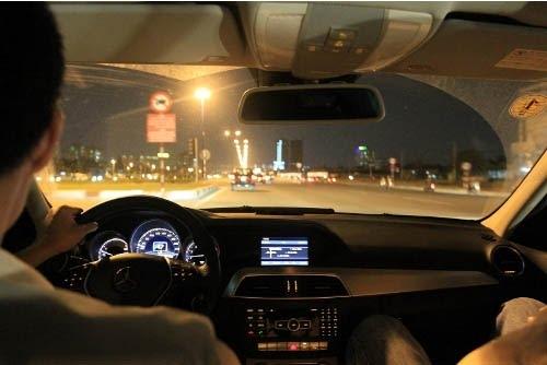 di 8km du khach an do bi tai xe taxi chat chem 12 trieu dong