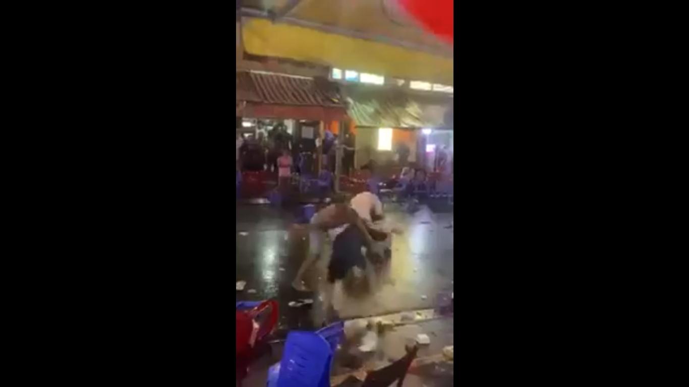 video kinh hoang canh hang chuc nguoi hon chien tren pho bui vien