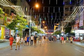 Tạm dừng lễ hội, hoạt động đông người tại phố đi bộ hồ Hoàn Kiếm
