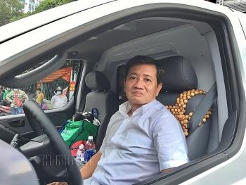 Ông Đoàn Ngọc Hải bất ngờ tái xuất, làm tài xế lái xe chở bệnh nhân nghèo về quê miễn phí