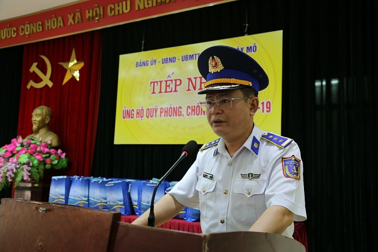 Bộ Tư lệnh Cảnh sát biển phối hợp tặng quà hỗ trợ 300 gia đình khó khăn vì COVID-19
