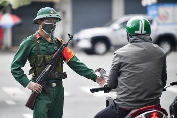 Ngày đầu siết chặt phòng chống dịch tại TP.HCM với sự hỗ trợ của lực lượng quân đội, công an