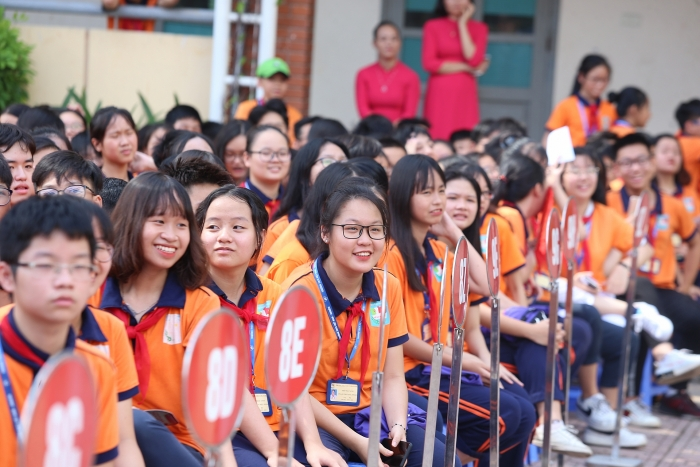 quang hai bui tien dung deo mat na trung thu truyen cam hung tai strong vietnam