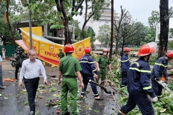 Các tỉnh miền Trung tiếp tục khắc phục hậu quả bão số 5