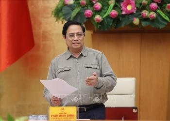 Thủ tướng: Nghiên cứu giải pháp thích ứng an toàn, linh hoạt, kiểm soát có hiệu quả dịch COVID-19