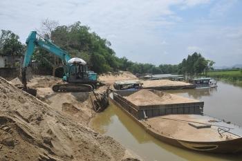 Cảnh báo nguy cơ sạt lở ven sông vì khai thác cát quá mức