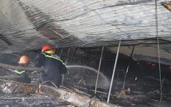 Hiện trường kinh hoàng vụ cháy rụi 10.000m2 xưởng may Nhà Bè tại Sóc Trăng