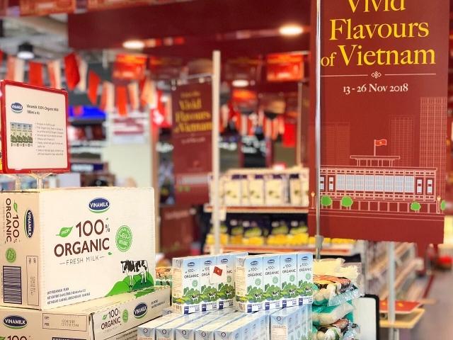 sua tuoi organic cua vinamilk chiem tron tinh cam nguoi dan singapore