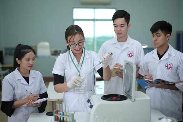 Hoạt động nghiên cứu khoa học và chuyển giao công nghệ là lĩnh vực mũi nhọn của Trường Đại học Hùng Vương (ảnh ĐHHV).
