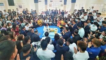 Hơn 200 lưu học sinh Lào vui đón Tết cổ truyền Bunpimay tại trường Đại học Hùng Vương
