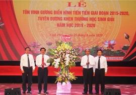 vinh phuc ton vinh 500 tap the giao vien va hoc sinh gioi dien hinh tien tien