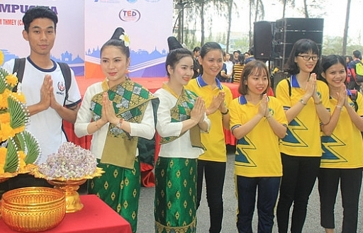 1000 sinh vien tham gia ngay hoi giao luu van hoa viet nam lao campuchia