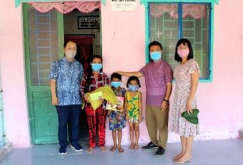 Liên hiệp Cần Thơ và Tổ chức ACEF trao hơn 100 phần quà cho người nghèo vui xuân đón Tết
