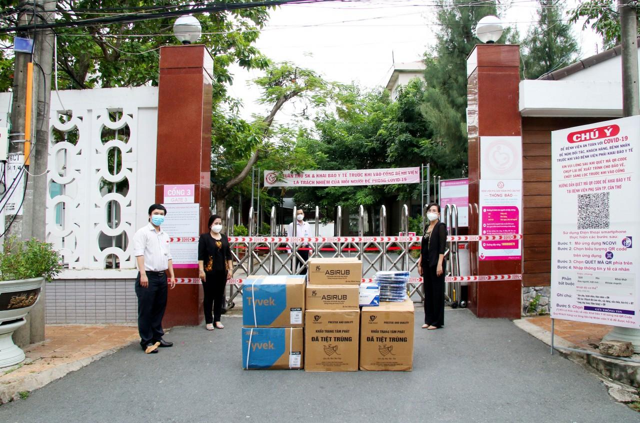 Liên hiệp Cần Thơ trao tặng vật tư y tế cho 4 đơn vị tuyến đầu phòng, chống dịch COVID-19