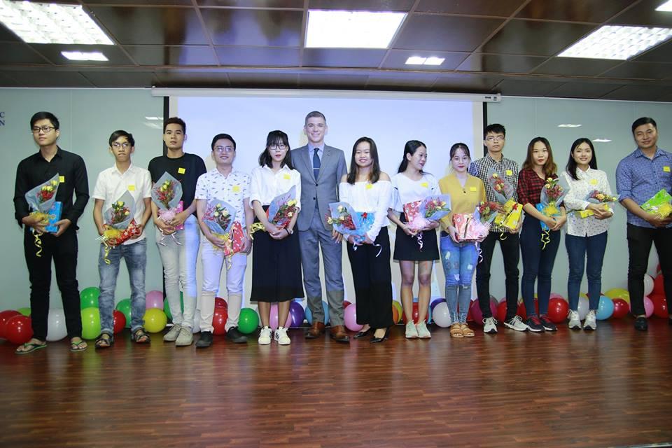 chuong trinh phat trien hoc bong saigon childrens charity chap canh hang tram uoc mo