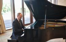 Tổng thống Nga Putin gây ấn tượng khi chơi đàn piano trong chuyến viếng thăm Trung Quốc