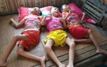 Thảm cảnh một gia đình có 4 người con cùng mắc bệnh bại não ở Nghệ An