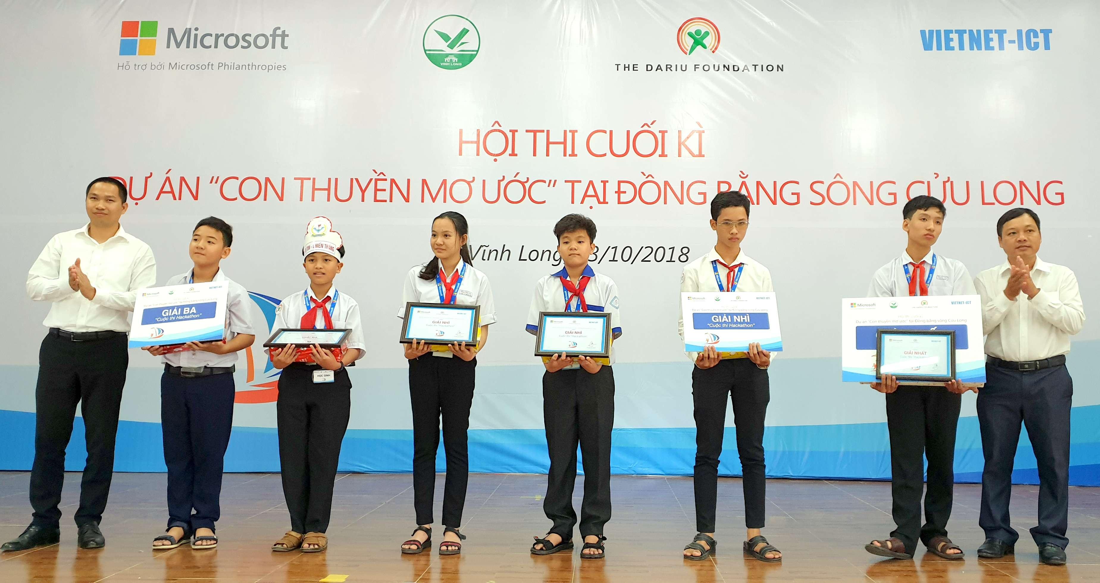 microsoft phoi hop voi quy dariu tao san choi cho hoc sinh dbscl