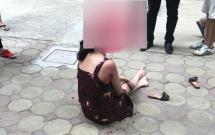 video can canh cong an kham xet nhat cuong mobile thu giu nhieu mat hang