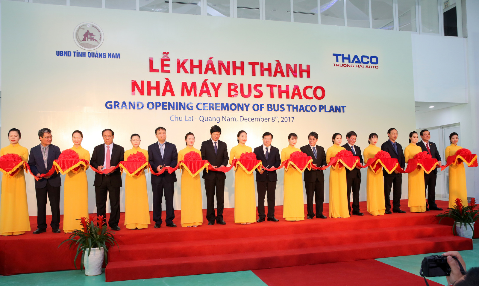 nha may xe bus lon nhat dong nam a made in vietnam
