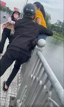 Huế: Giải cứu kịp thời cô gái trẻ định nhảy xuống sông Hương tự tử