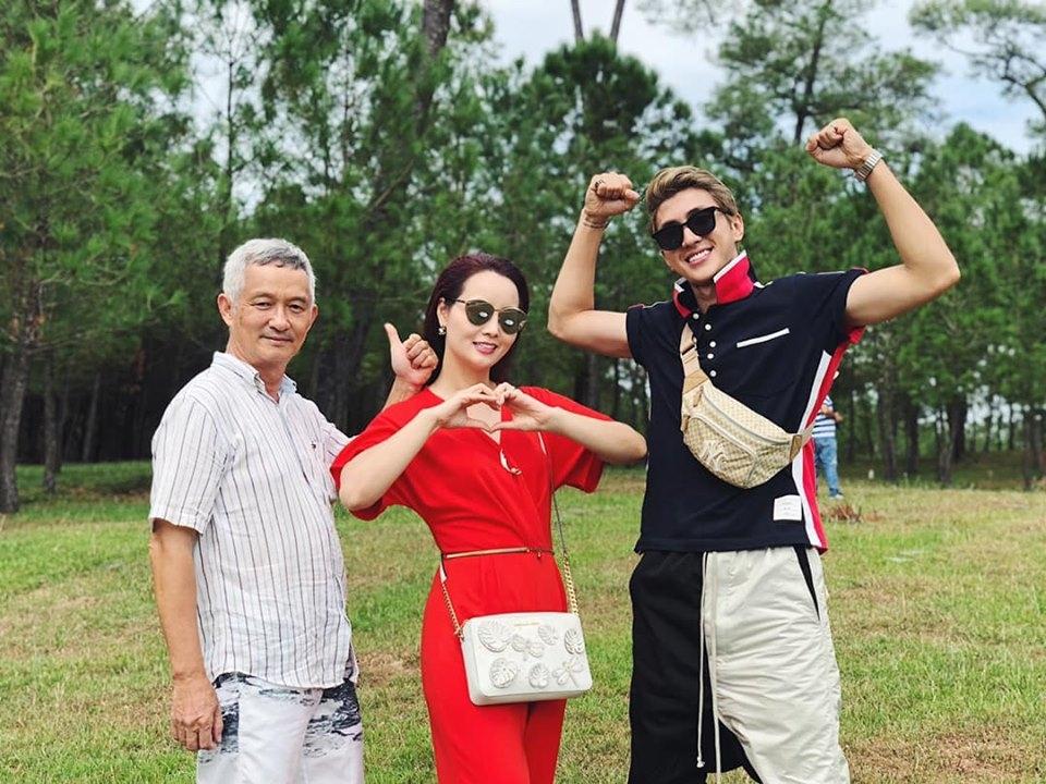 facebook sao viet hom nay 228 sao ve nha di con dong loat khoe nhan bang khen cua bo truong