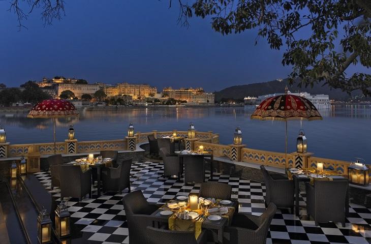 Nhà hàng trong cung điện Ấn Độ