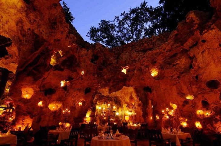 Nhà hàng trong hang Ali Barbour, Kenya
