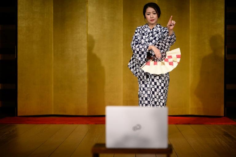 geisha nhat ban chuyen sang lam viec online vi dai dich covid 19