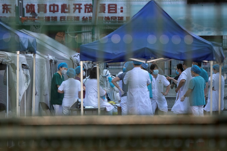 Bắc Kinh hủy hơn 1250 chuyến bay, đóng cửa trường học để phòng Covid-19
